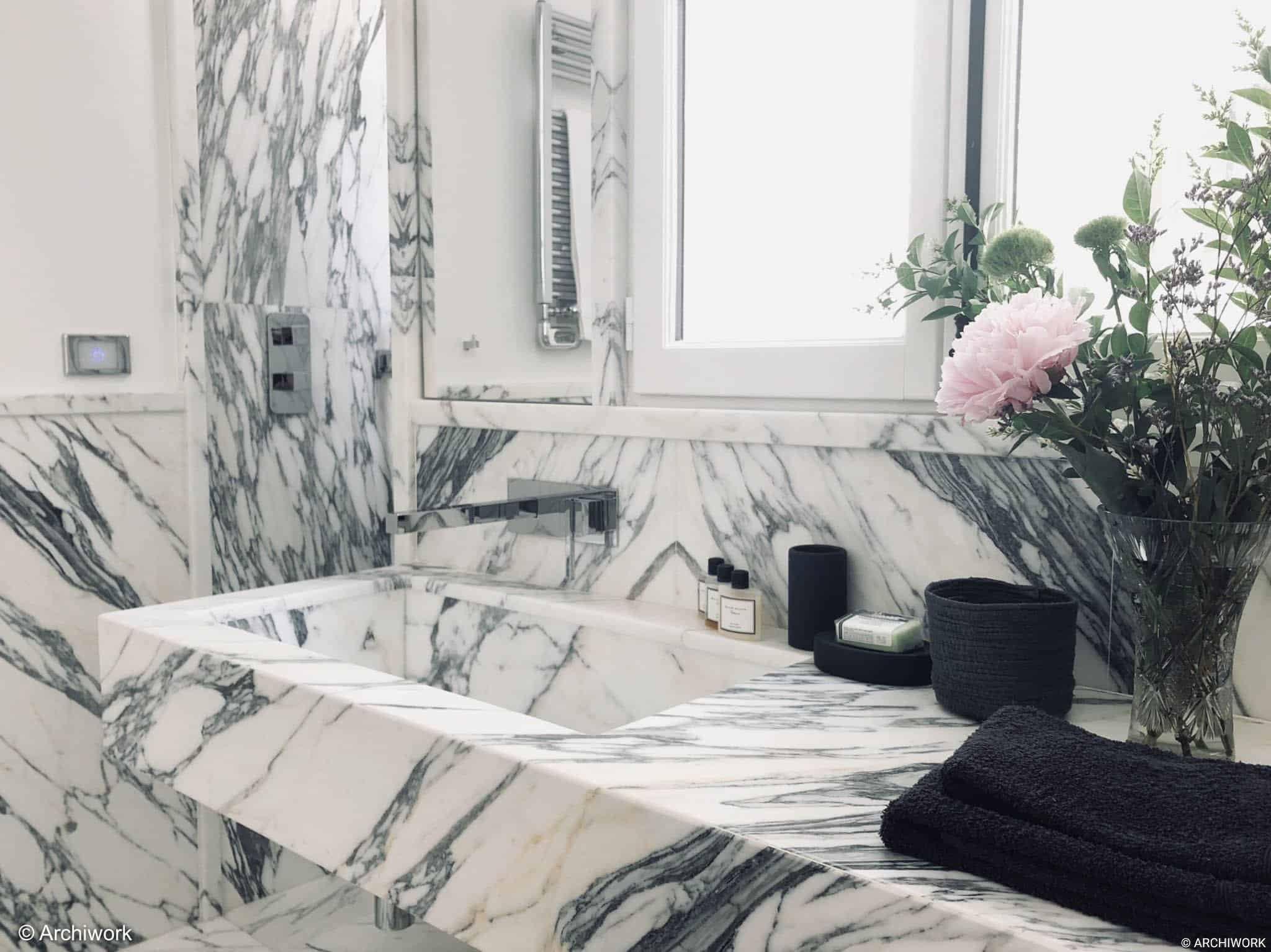 archiwrok aménagement sur mesure salle de bain marbre